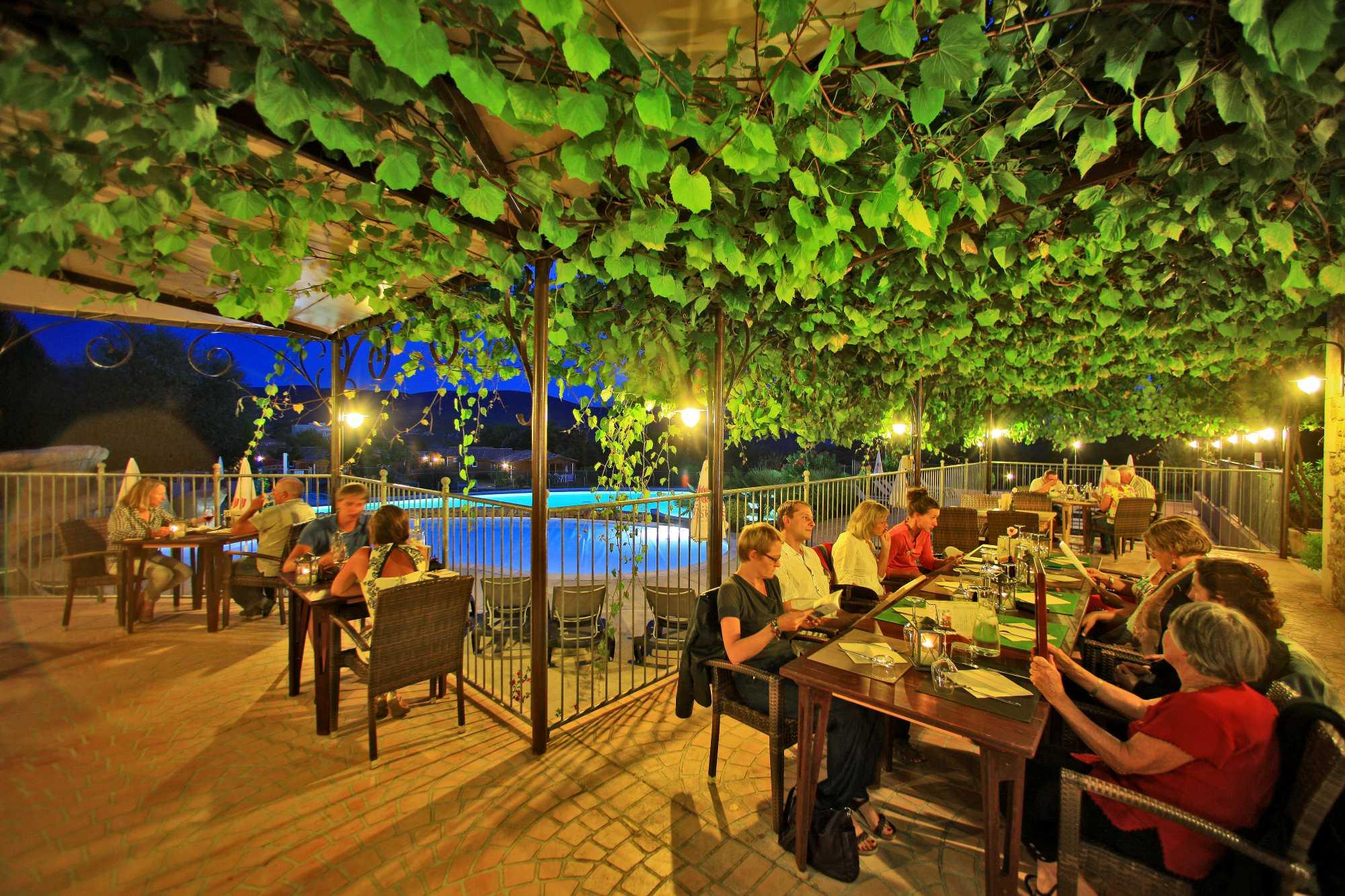 domaine sevenier camping 5 etoiles ardeche restaurant galerie photo3 - domaine-sevenier-camping-5-etoiles-ardeche-restaurant-galerie-photo3