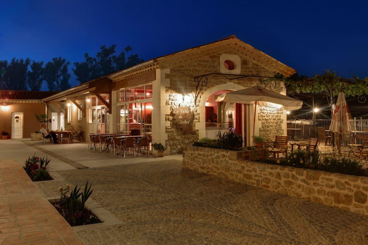 domaine sevenier camping 5 etoiles ardeche restaurant galerie photo20 1200x800 - Bar Glacier Restaurant