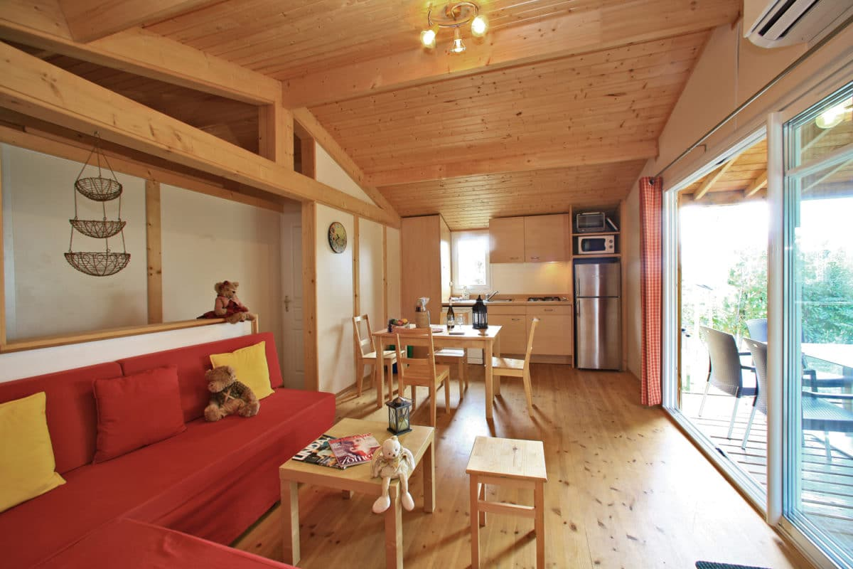 domaine sevenier camping location vacance en ardeche chalet chene vert 12 1200x800 - Galeries
