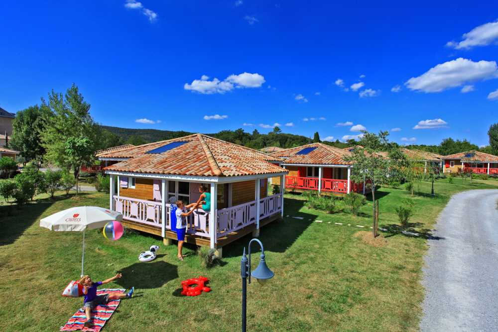domaine sevenier camping location vacance en ardeche chalet micoucoulier 2 - Galeries